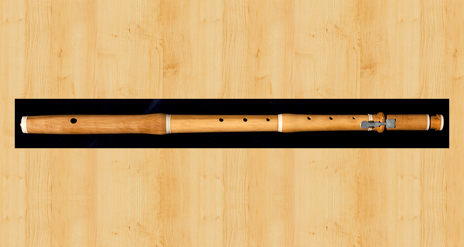 A Martin Doyle baroque flute made from boxwood with a single key and an adjustable register foot.