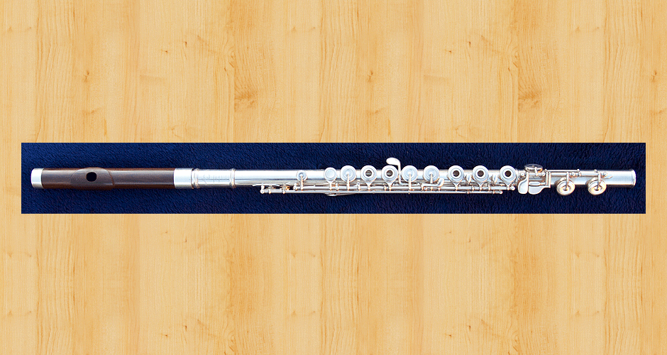 A Martin Doyle wooden headjoint made from cocus wood attached to a Muramatsu concert flute.
