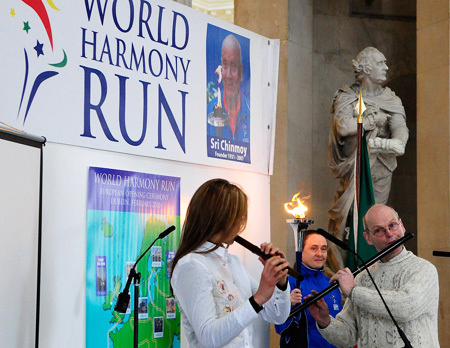 Martin Doyle and Gwenn Frin at the 2010 World Harmony Run launch in Dublin.
