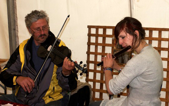Mircea Petcu and Tessa share a tune at Art in Action